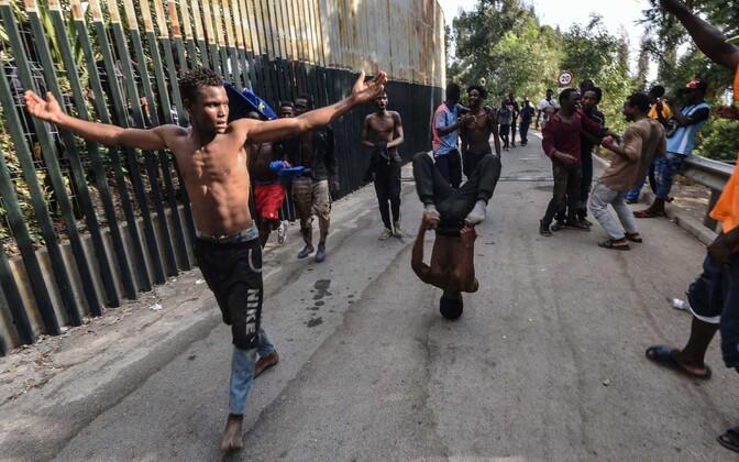 Ceuta enklaavi jõuga tunginud sisserändajad.