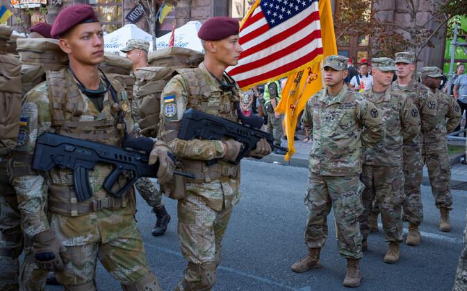 USA sõdurid Kiievis reedese iseseisvuspäeva paraadi peaproovil.