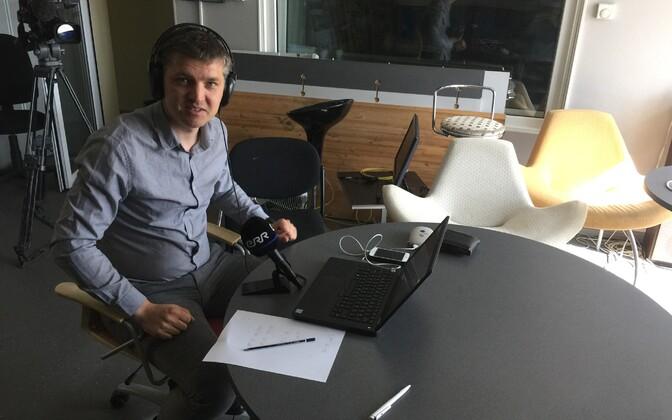 Mirko Ojakivi ilma elektrita saadet tegemas