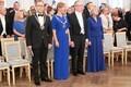 Tartu linnapea Urmas Klaas (vasakul), president Kersti Kaljulaid ning rektor Toomas Asser koos kaasaga.