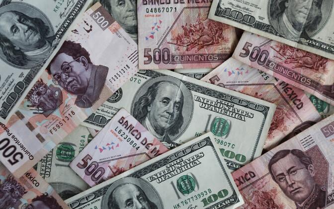Mehhiko peesod ja USA dollarid.