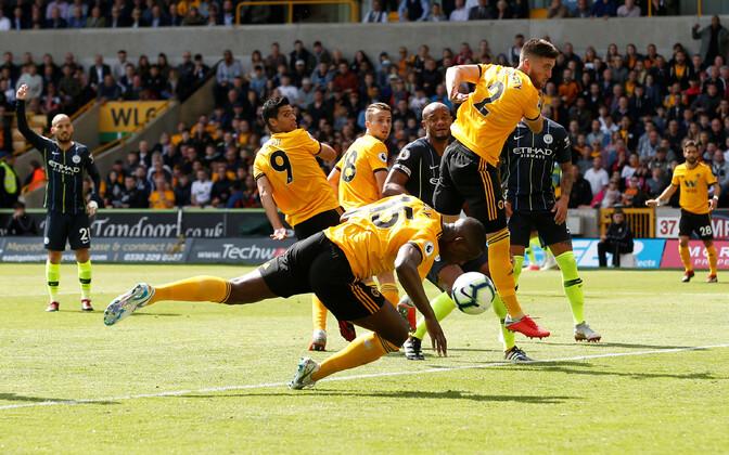 Willy Boly käsi viis Wolvesi Manchester City vastu juhtima