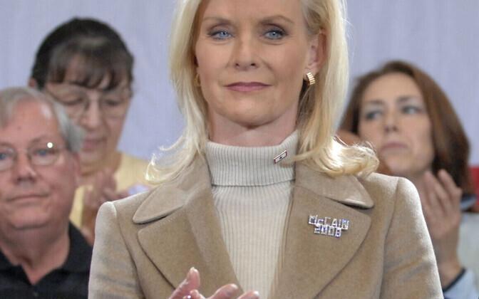 Вдова Джона Маккейна - Синди Маккейн - может занять его место в сенате..