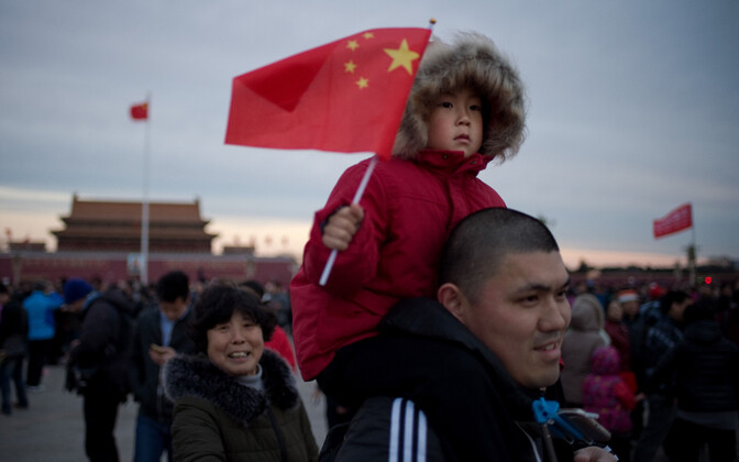 Hiina laps lipuga.