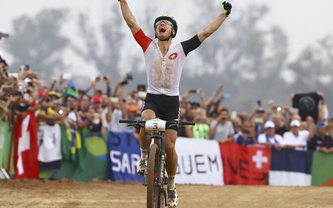 Nino Schurter võitmas Rio de Janeiros olümpiakulda