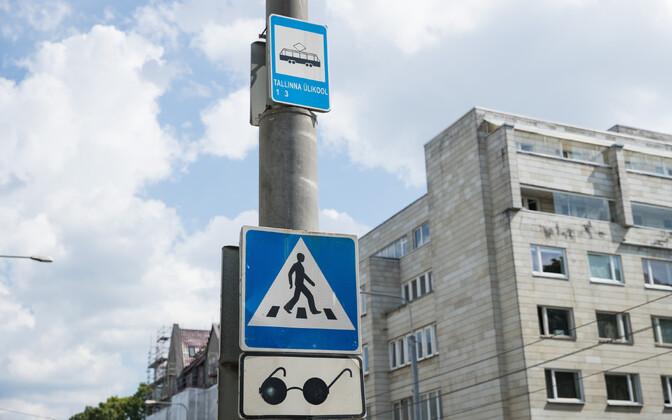Ülekäigurada Tallinna ülikooli juures saab peatselt foori, mis arvestab ka vaegnägijatega.