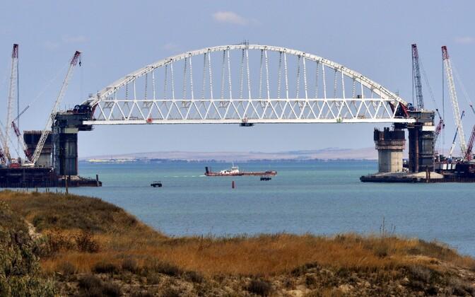 Строительство моста через Керченский пролив Украина считает незаконным.