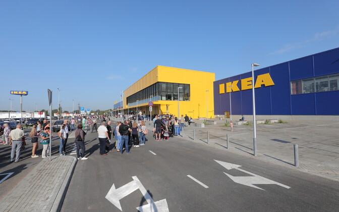 Под Ригой открылся первый в Латвии магазин IKEA.