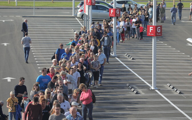 Queues on opening day of the Riga branch of IKEA on Thursday.