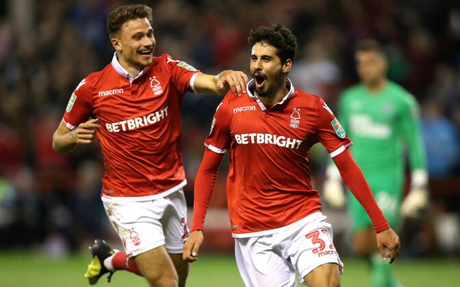 Nottingham Forest mängijad väravat tähistamas