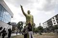 Saksa linnas tekitas elevust kuldset värvi Erdogani skulptuur.