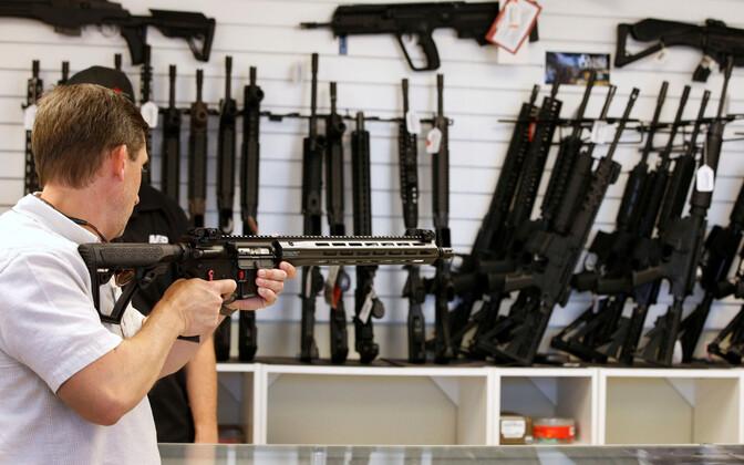 Магазин оружия в США.