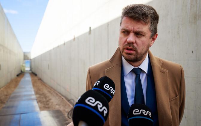 Justiitsminister Urmas Reinsalu kommunismiohvrite memoriaali nurgakivi panekul.