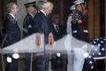 John MacCaini ametlik matusetalitus Washingtoni rahvuskatedraalis.