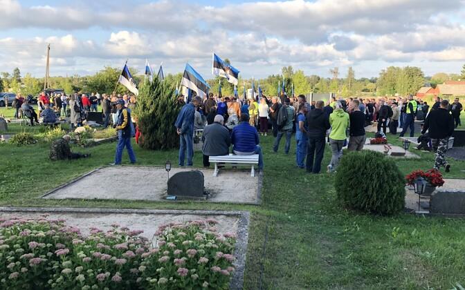 В акции приняли участие несколько сотен человек.