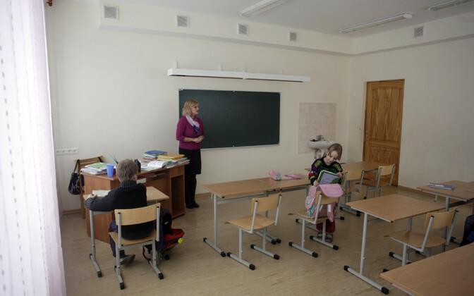 Algklassiõpilased Merdzene koolis Lätis.