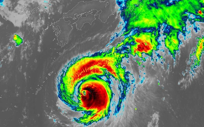 Satelliitpilt taifuuni lähenemisest