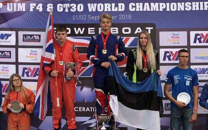 GT-30 maailmameistrivõistluste pjedestaal, keskel Stefan Arand