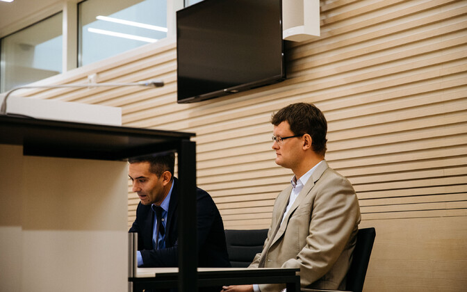 Raiko Paas (left) with his client Priit Kutser at his hearing last year. Paas rejects claims by former judge, and brother of one of the  co-defendants,  Leo Kunman, that prosecutor Sven-Hristo Evestus pressured Kutser to make false claims.