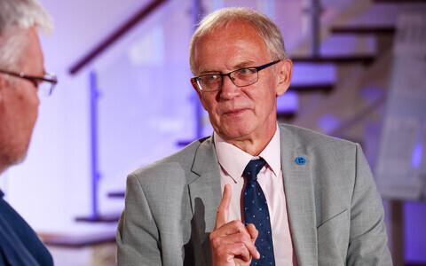 President of the Riigikogu Eiki Nestor (SDE).
