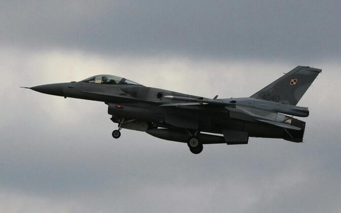 Poola õhuväe hävituslennuk F-16.