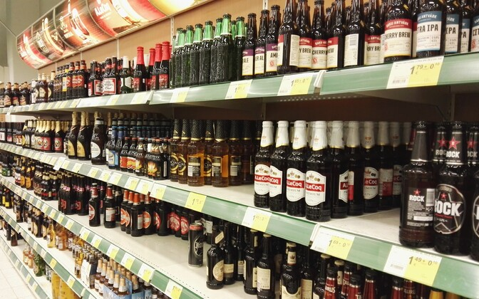 The rising price of alcoholic beverages contributed to the continued growth of the consumer price index in August: beer shelf in an Estonian supermarket