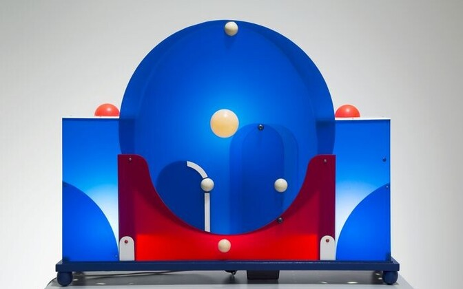 Объект синего света (1975). Пластик, дерево, электроника