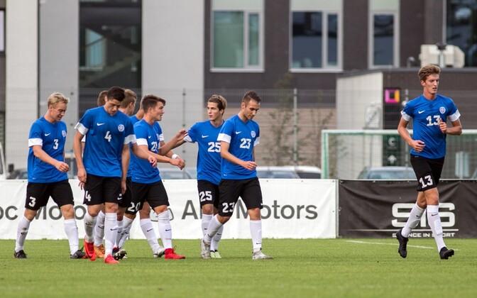 Eesti U-19 koondis Mark Anders Lepiku võiduväravat tähistamas