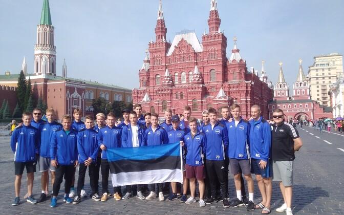 В субботу молодые эстонские флорболисты посетили Красную площадь в Москве.