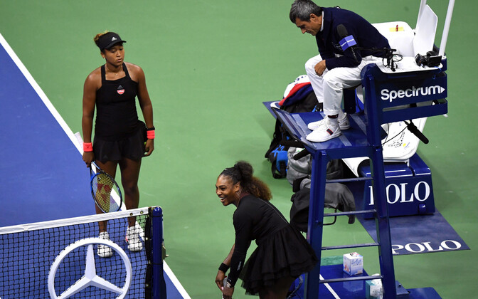 Naomi Osaka, Serena Williams ja pukikohtunik Carlos Ramos