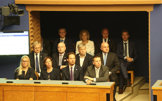 Ministrid riigikogus.
