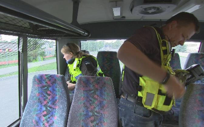 Департамент шоссейных дорог и полиция проверили техническое состояние автобусов.