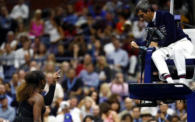 Pukikohtunik Carlos Ramos ja Serena Williams