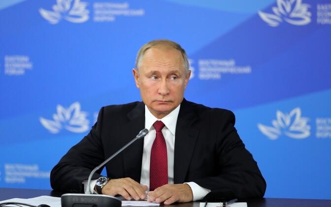 Vladimir Putin Vladivostokis Ida majandusfoorumi plenaaristungil.