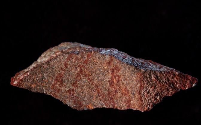 Blombose koopast leitud joonistusega kivitükk