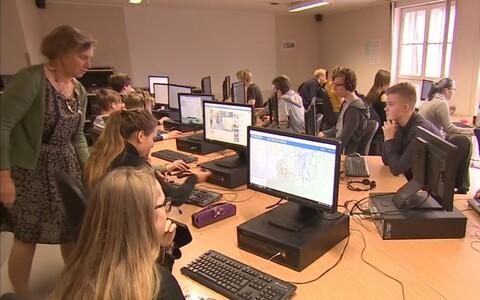Õpilased arvutitunnis.