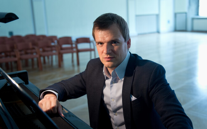 Dirigent Risto Joost.