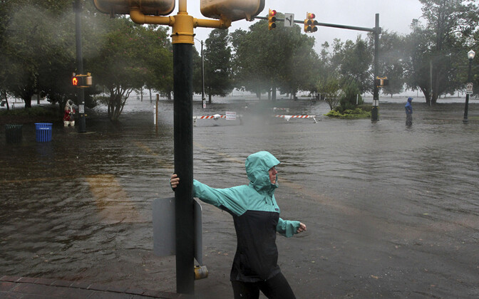 Orkaan Florence jõudis USA rannikule nõrgemana, kuid on endiselt ohtlik.