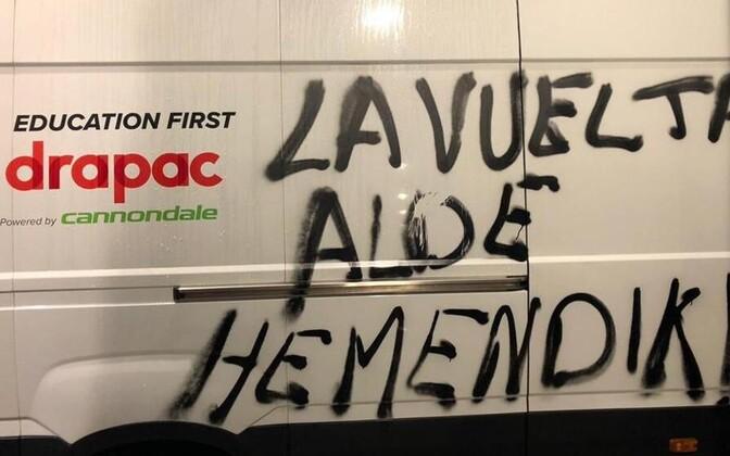 Vandaalid sodisid Vueltal masinatele meelevaldseid sõnumeid