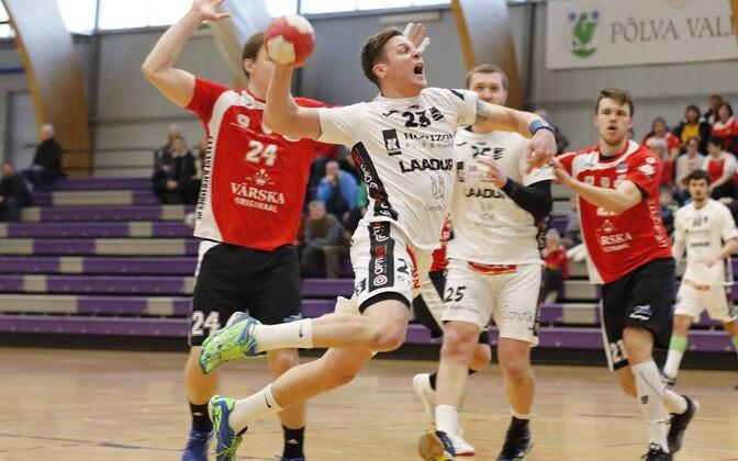 Hetk mullusest Balti liiga veerandfinaalist HC Kehra/Horizon Pulp&Paperi ja Põlva Serviti vahel, viskel kehralane Dmõtro Jankovski.