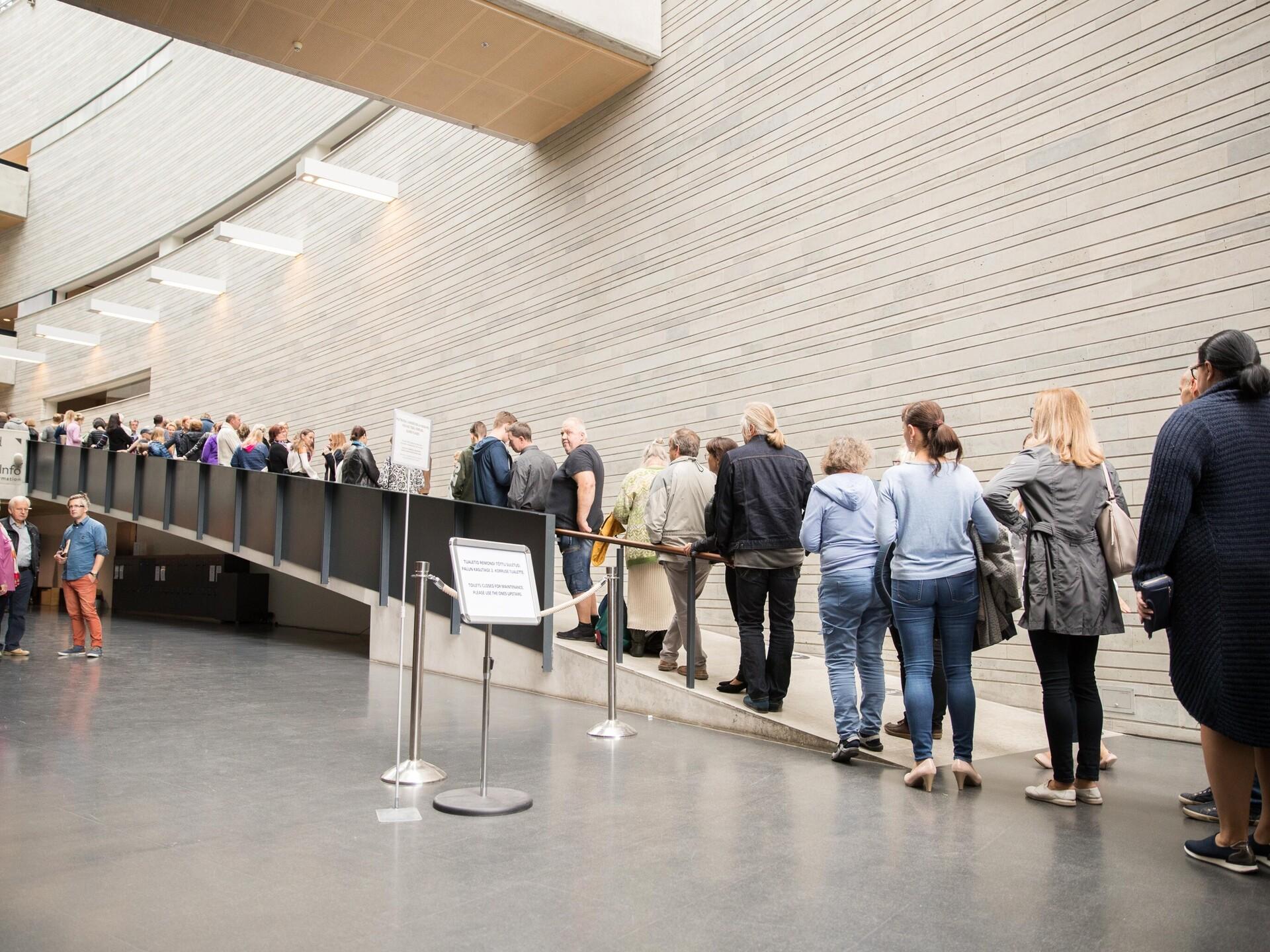 7ce5a5cf6c0 Galerii: Sittowi näituse viimastel päevadel tuli järjekorras seista üle  tunni aja   Muuseumid   ERR