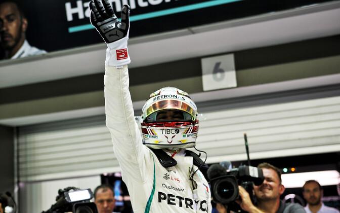 Lewis Hamilton võitis Singapuri GP kvalifikatsiooni