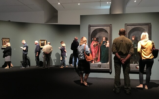People squeezing in a last-minute visit to the Michel Sittow exhibit at Kumu Art Museum in September.