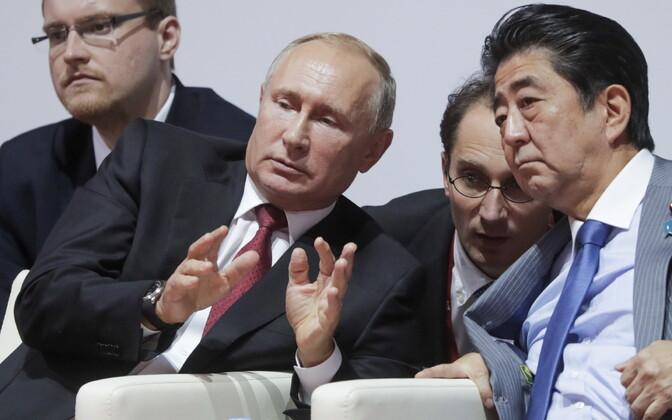 Putin ja Abe Vladivostokis džuudovõistlust vaatamas.