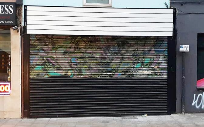 Ülevärvitud Banksy seinamaaling
