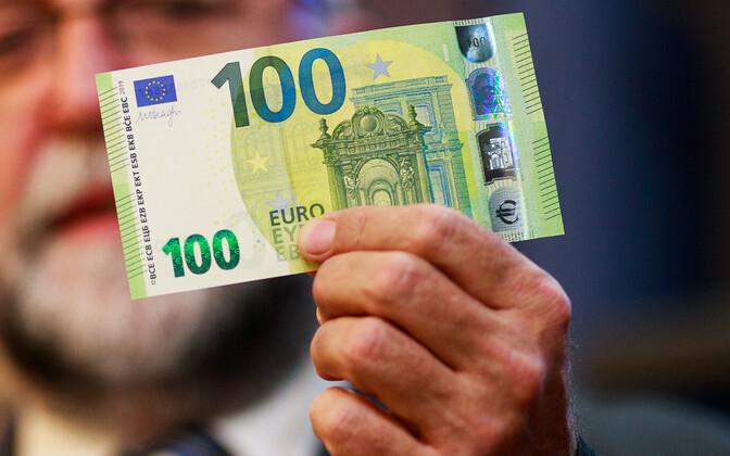 Купюра 100 евро.
