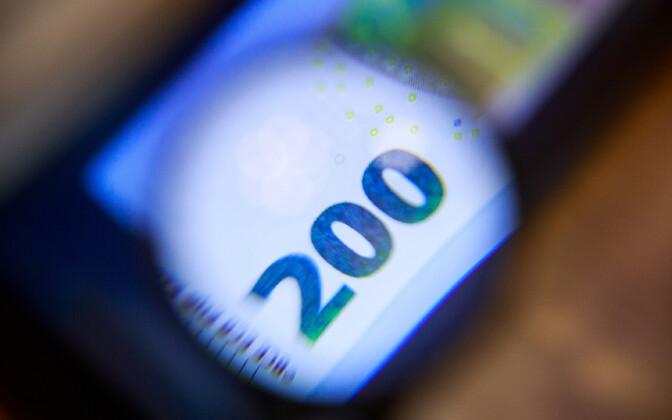 €200 bill.