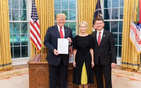 US President Donald Trump with Estonian Ambassador Jonatan Vseviov and his wife.