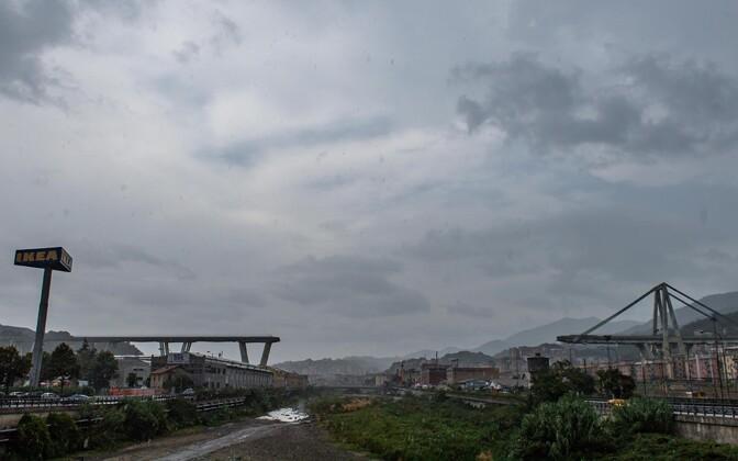 Vaade purunenud sillale Genovas.