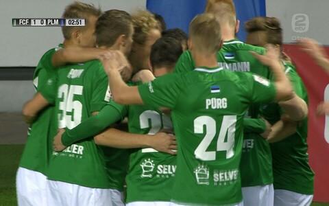 FC Flora mängijad tähistamas